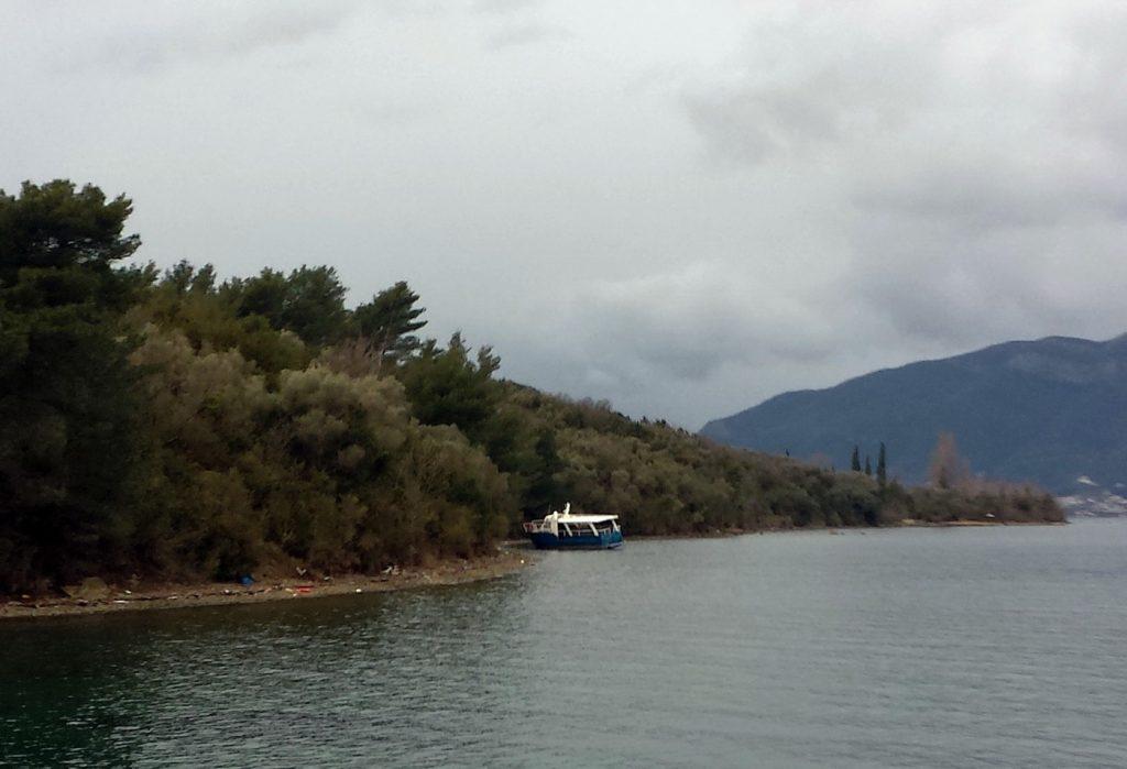 Nasukani brodić na ostrvu Sveti Marko