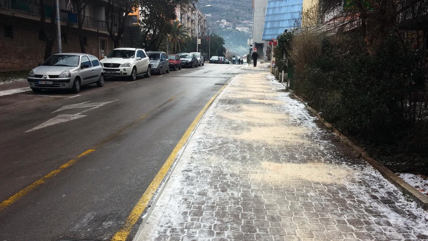 Smrznuti trotoari u Tivtu
